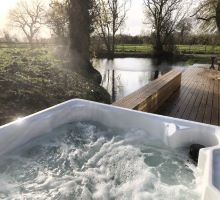 Fishpond House Sotherton hot tub