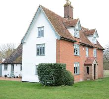 Blog title QUIRKY FARM HOUSE FOR FAMILIES