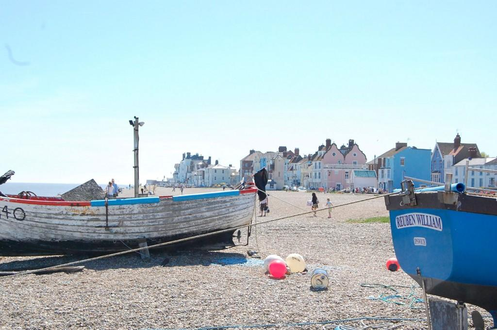 aldeburgh-boat-and-town